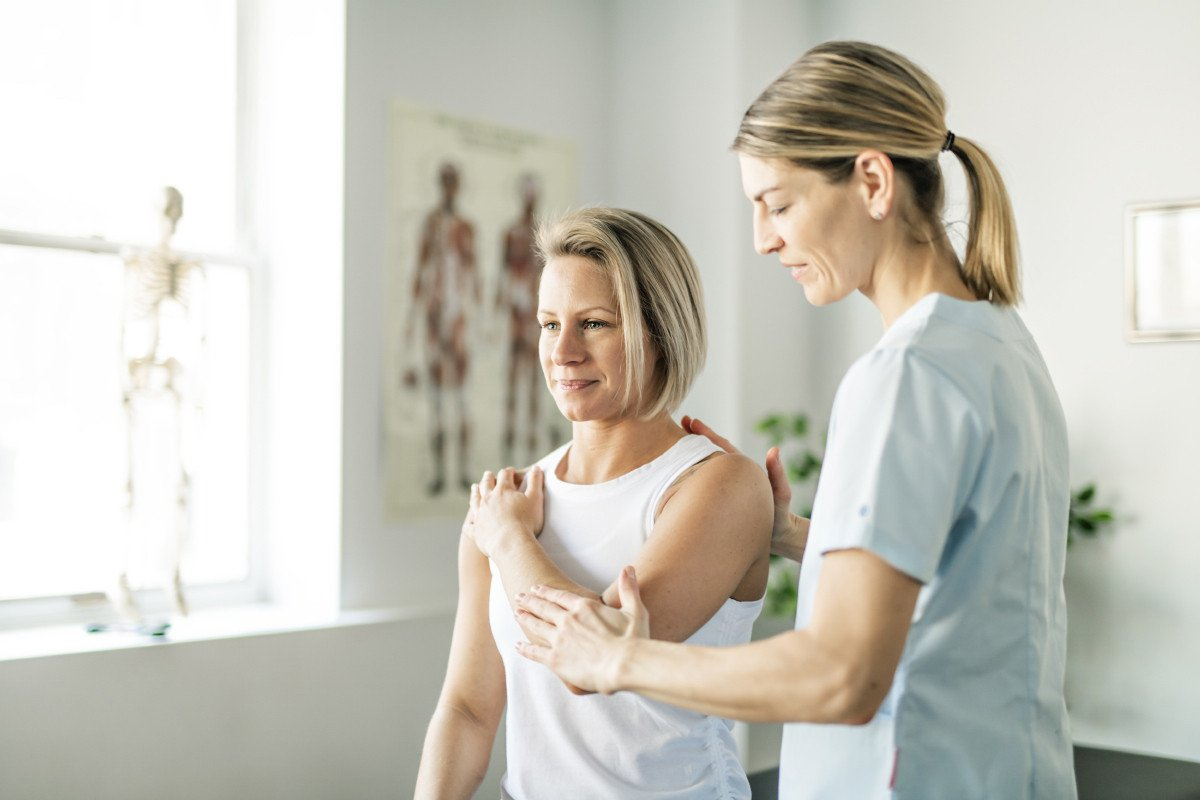 Physical Therapy or Chiropractic: Why Not Both?