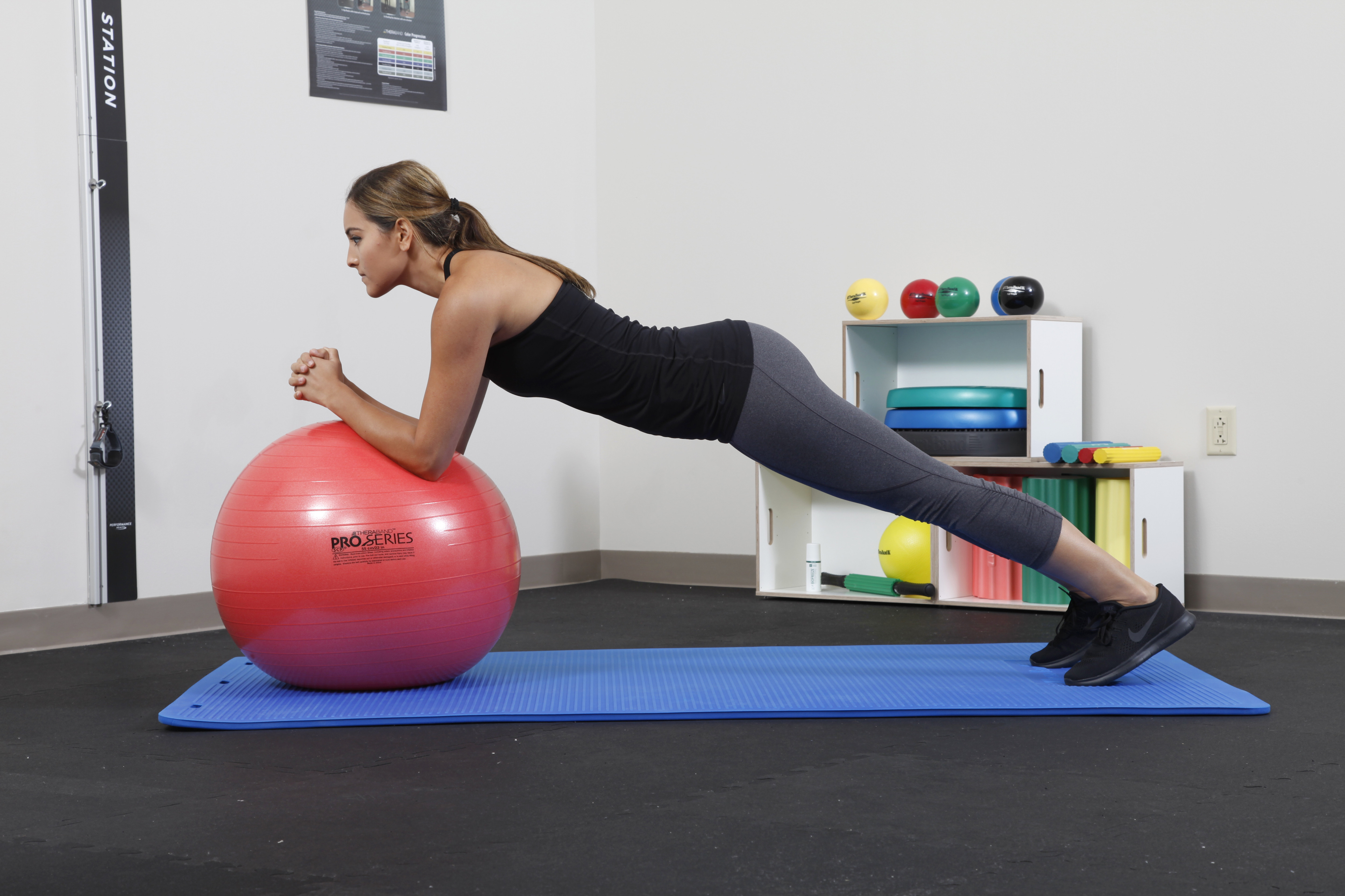 Core muscle activation during Swiss ball and traditional abdominal exercises.
